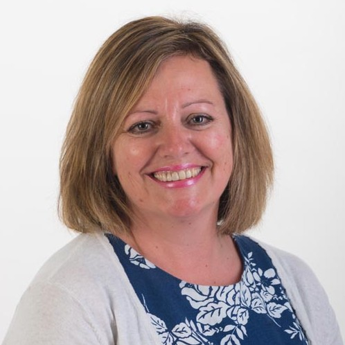 https://www.familydentalpractice.com/wp-content/uploads/2017/11/Lorraine-Collins-receptionist-.jpg